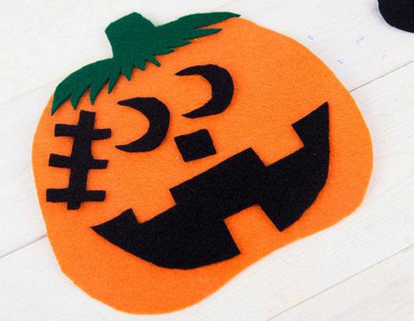 Come creare una zucca di Halloween in feltro