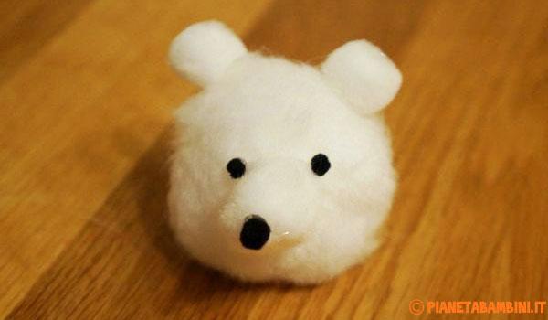Creazione degli occhi e del naso dell'orsetto natalizio