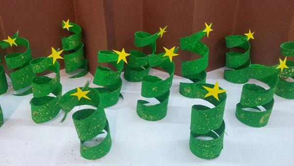 Come realizzare alberelli di Natale con rotoli di carta
