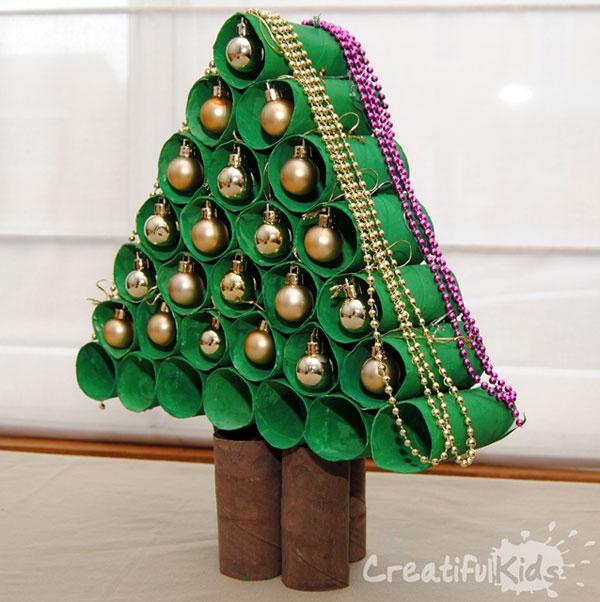 Come creare un albero di Natale con rotoli di carta
