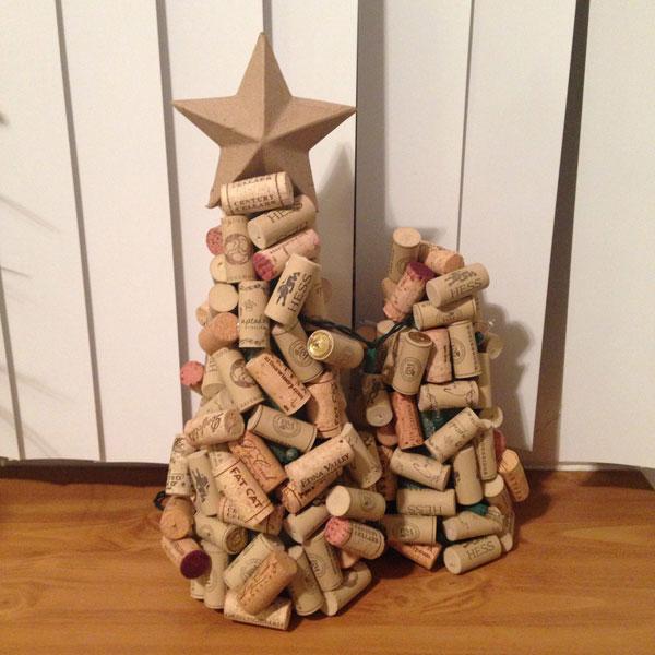 Modello di albero di Natale con tappi di sughero n.01