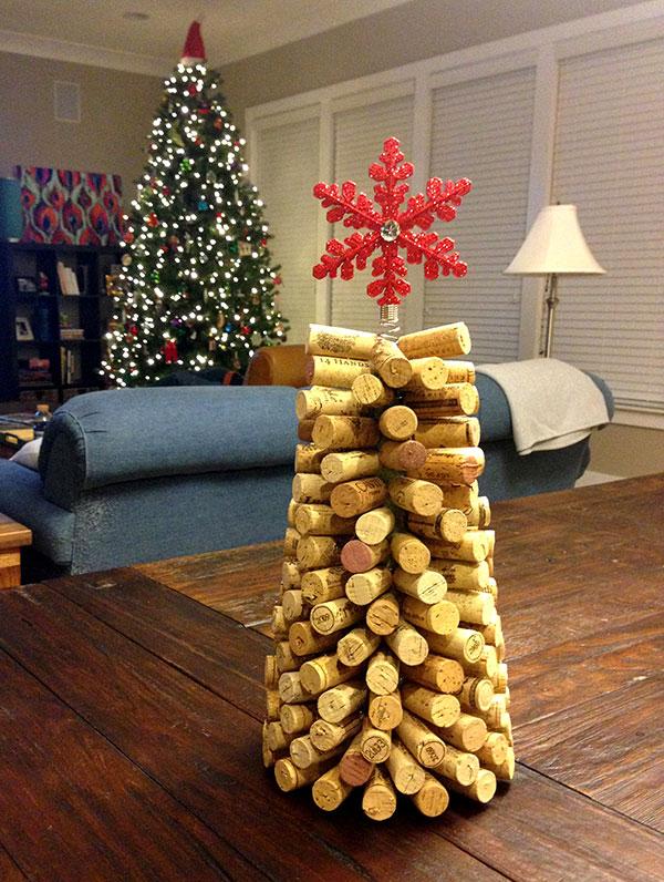 Modello di albero di Natale con tappi di sughero n.07