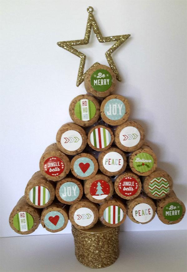 Modello di albero di Natale con tappi di sughero n.09