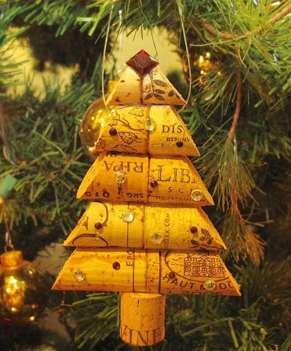 Modello di albero di Natale con tappi di sughero n.11