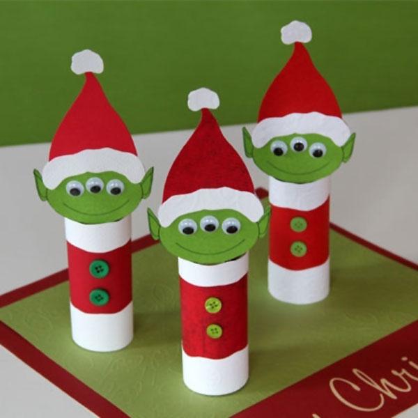 Alieni natalizi realizzati con rotoli di carta
