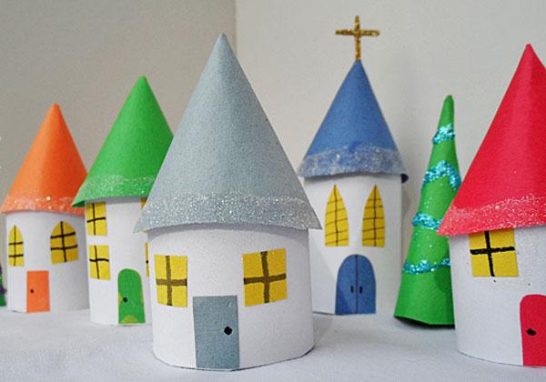 Case del villaggio natalizio di carta