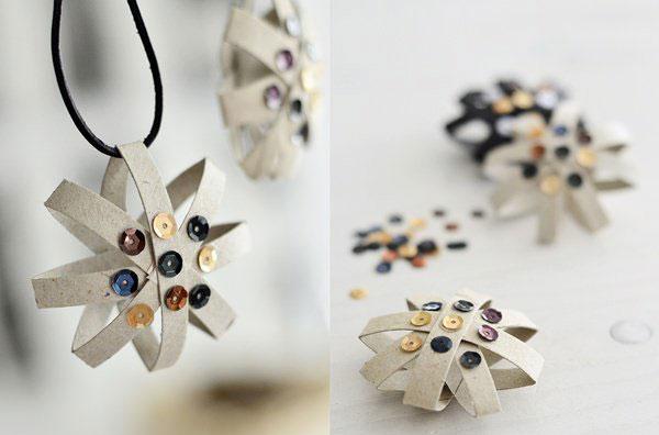 Come realizzare decorazioni di Natale con rotoli di carta