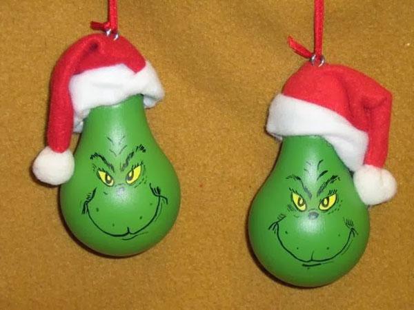 Idee per decorazioni natalizie con lampadine usate n.3