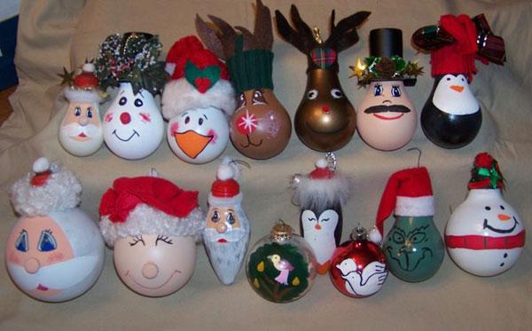 Idee per decorazioni natalizie con lampadine usate n.6