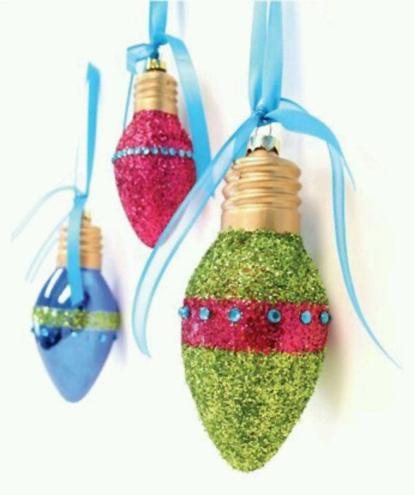 Idee per decorazioni natalizie con lampadine usate n.7