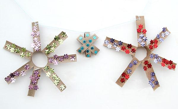 Come realizzare stelle di Natale con rotoli di carta
