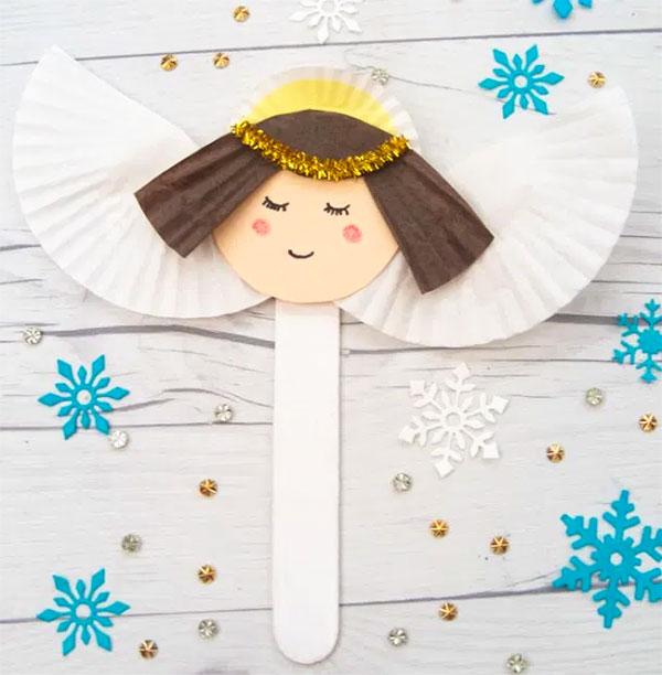 Come creare un angelo con bastoncini da gelato e pirottini
