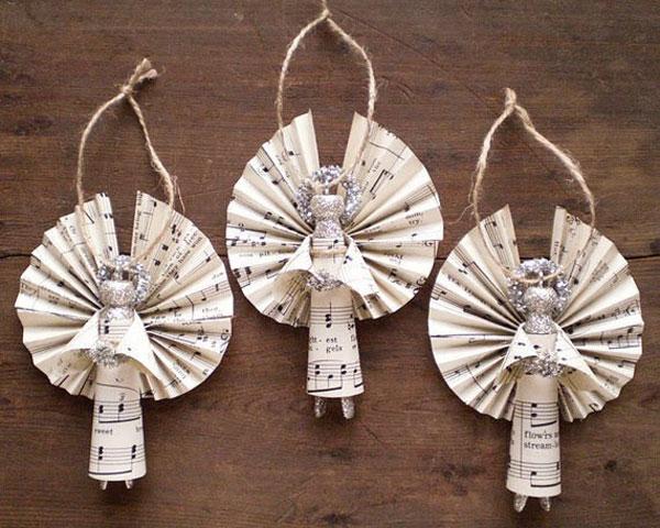Angioletti con mollette di legno come lavoretto natalizio n.2