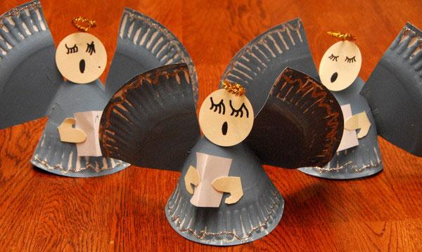 Angioletti piatti di carta come lavoretto natalizio
