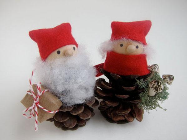 Come creare un Babbo Natale con le pigne