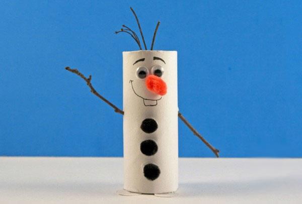 Olaf di Frozen realizzato con rotoli di carta