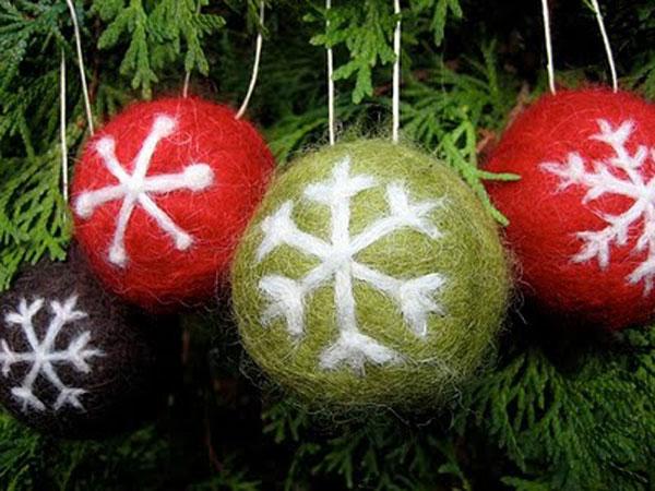 Modello di palline di Natale in feltro fai da te n.16