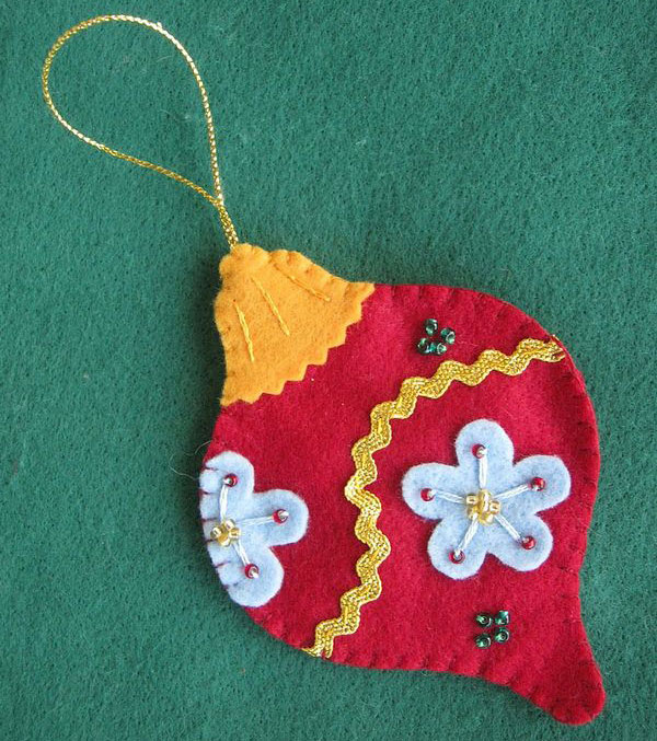 Modello di palline di Natale in feltro fai da te n.41