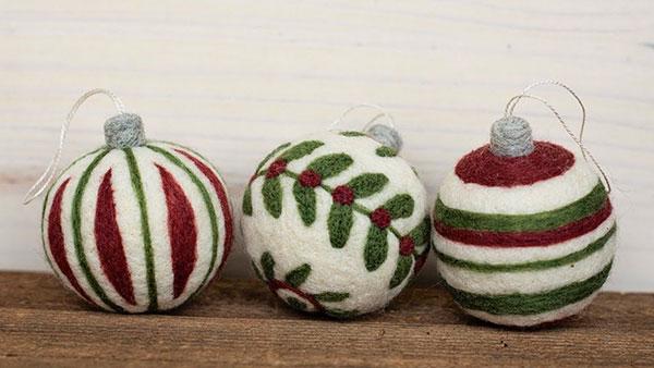 Modello di palline di Natale in feltro fai da te n.51