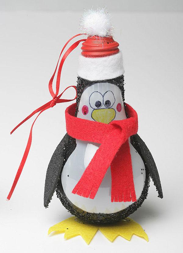 Pinguino con lampadine usate n.1