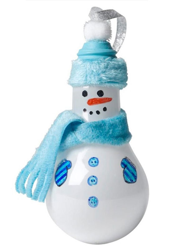 Pupazzo di neve con lampadine usate n.08