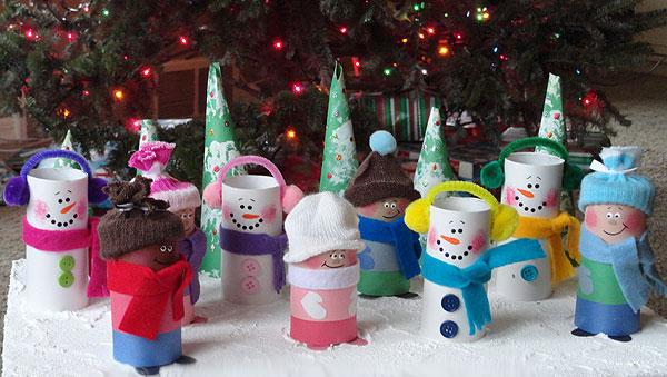 Versione dei pupazzi di neve con rotoli di carta n.1