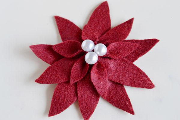 Modello di stella di Natale in feltro fai da te n.01