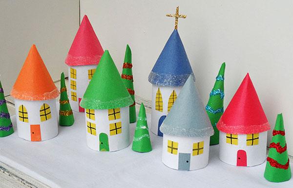 Lavoretti di natale villaggio natalizio con rotoli di for Case facili da costruire