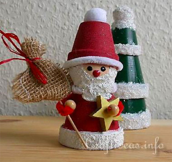 Come creare un Babbo Natale con dei vasetti di terracotta