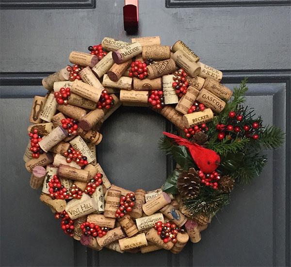 Modello di ghirlanda natalizia con tappi di sughero n.02