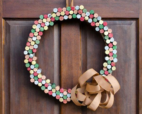 Modello di ghirlanda natalizia con tappi di sughero n.03