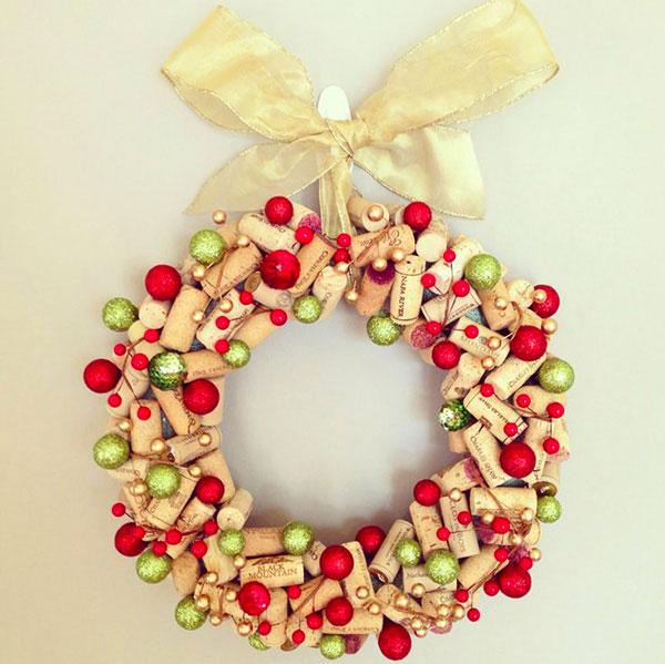 Modello di ghirlanda natalizia con tappi di sughero n.04