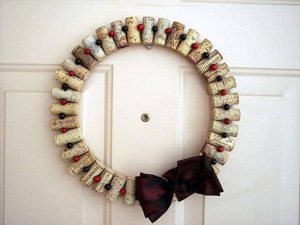 Modello di ghirlanda natalizia con tappi di sughero n.07
