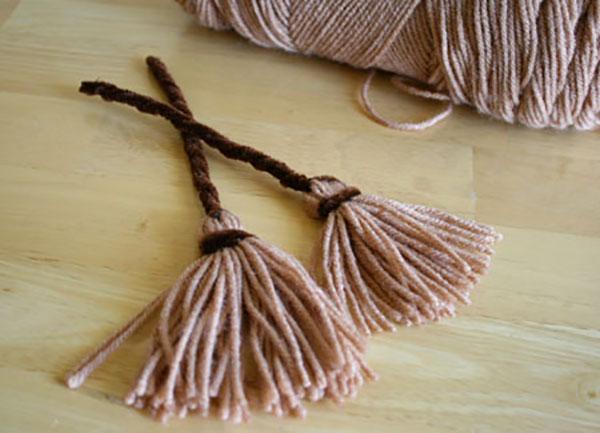 Come creare la scopa della Befana con lana e scovolini