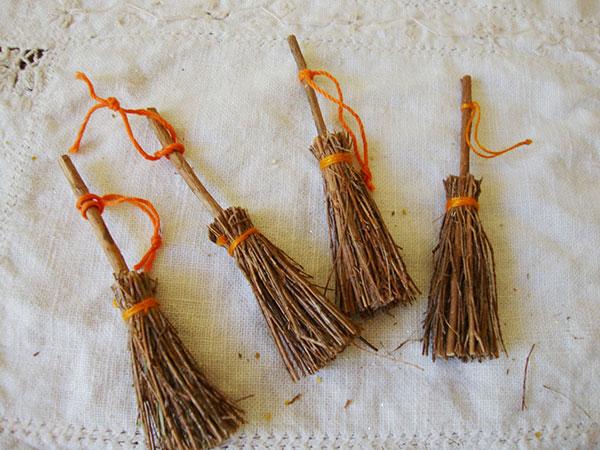 Come creare la scopa della Befana con rametti secchi