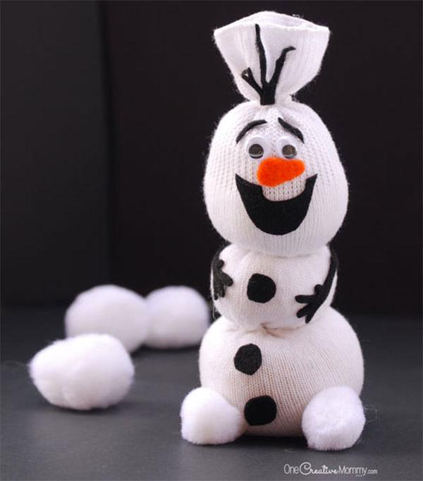 Come creare Olaf utilizzando un calzino e del feltro