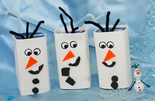 Come creare Olaf con confezioni di succhi di frutta