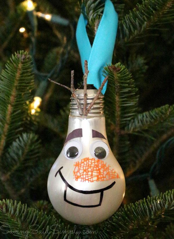 Come creare Olaf con vecchi bulbi di lampadine