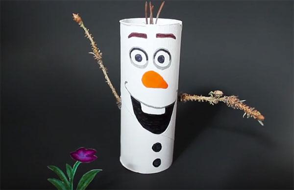 Come creare Olaf utilizzando dei rotoli di carta