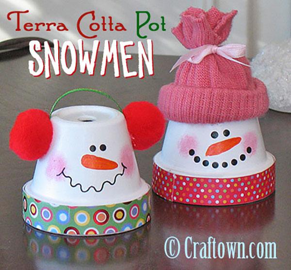 Come creare dei simpatici pupazzi di neve con vasetti di terracotta