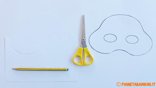 Come ricalcare le sagome della maschera di Olaf su cartoncino