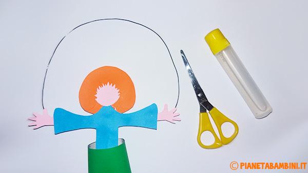 Come ritagliare i capelli frontali del pagliaccio