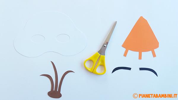 Come ritagliare le sagome su cartoncino della maschera di Olaf