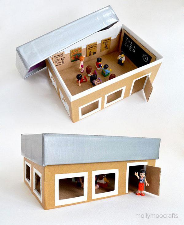 Come creare un'aula scolastica con il cartone