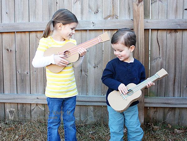 Come creare una chitarra con il cartone