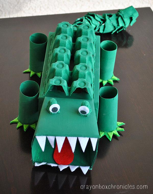 Come creare un coccodrillo con il cartone