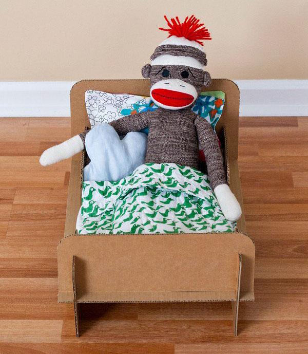 Come creare un letto delle bambole con il cartone