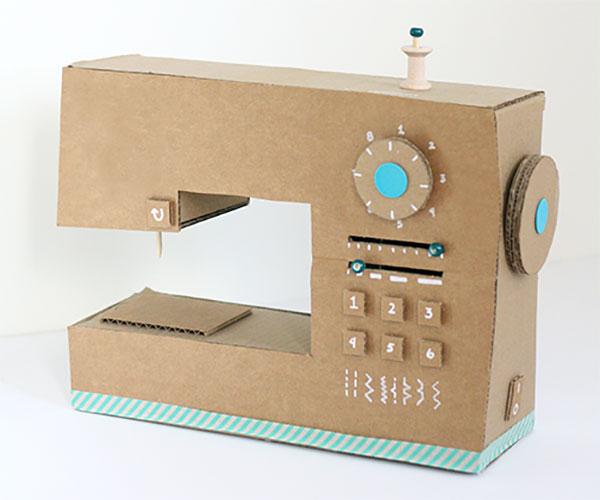Come creare una macchina da cucito con il cartone