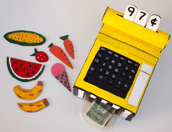 Come creare un registratore di cassa con il cartone