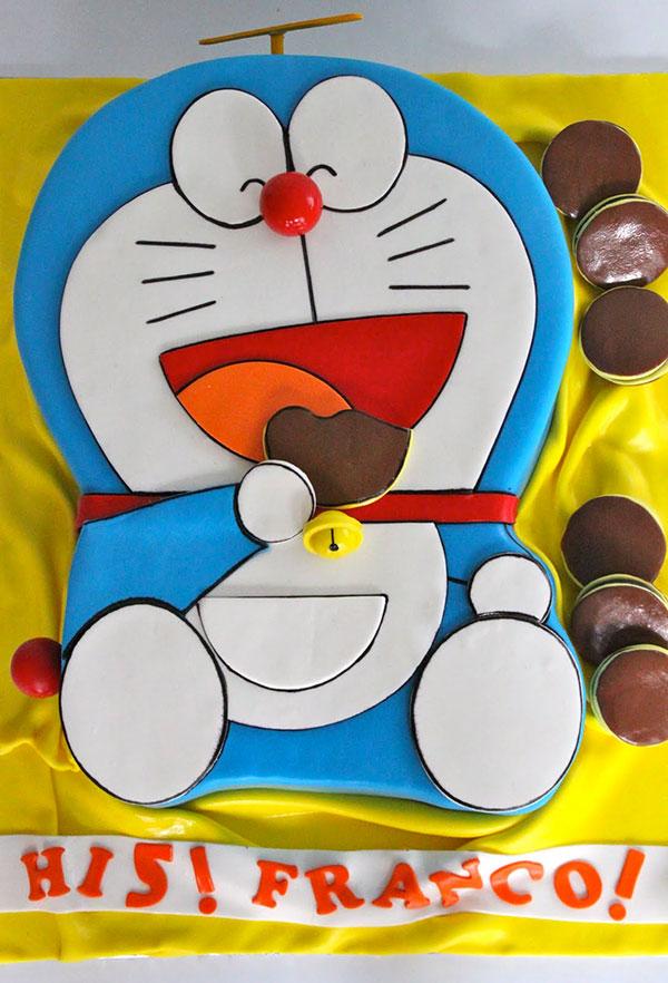 Torta di Doraemon in pasta di zucchero n.06